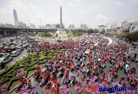redshirts in victory monument